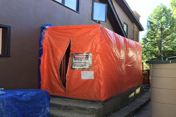 Danger - asbestos removal area